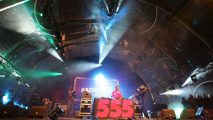 Ti sto live radio 555 closing party dam square for Adagio amsterdam