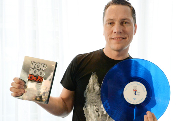 Tiesto-Top-100-DJs-Legend-Award