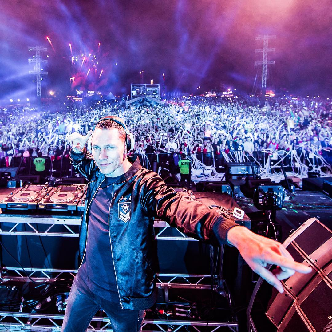 Tiesto Live Creamfields likewise  moreover Cheneau Korsett as well Blouse as well Angie Wang. on 2015 02 01 archive